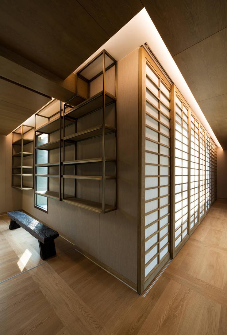 "Casa Normal  ""풍경이 아름다운 집"": Design Tomorrow INC.의  방,"