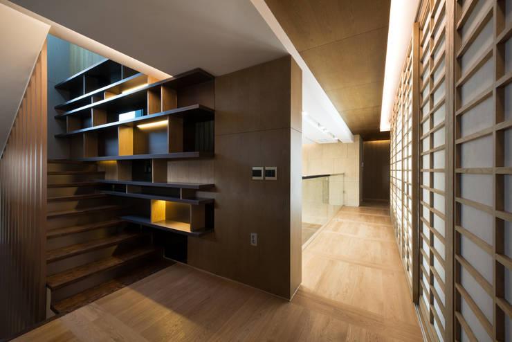"Casa Normal  ""풍경이 아름다운 집"": Design Tomorrow INC.의  계단,"
