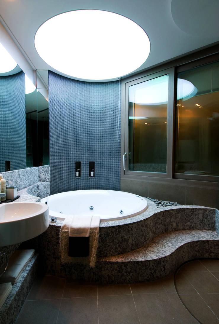Casa Seamless: Design Tomorrow INC.의  욕실