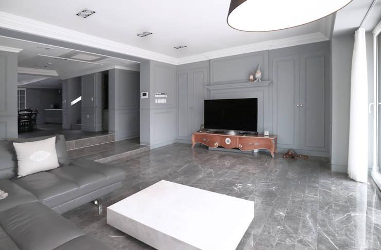 제미재 단독주택레노베이션 (실내 1층): 디자인스튜디오참의  거실