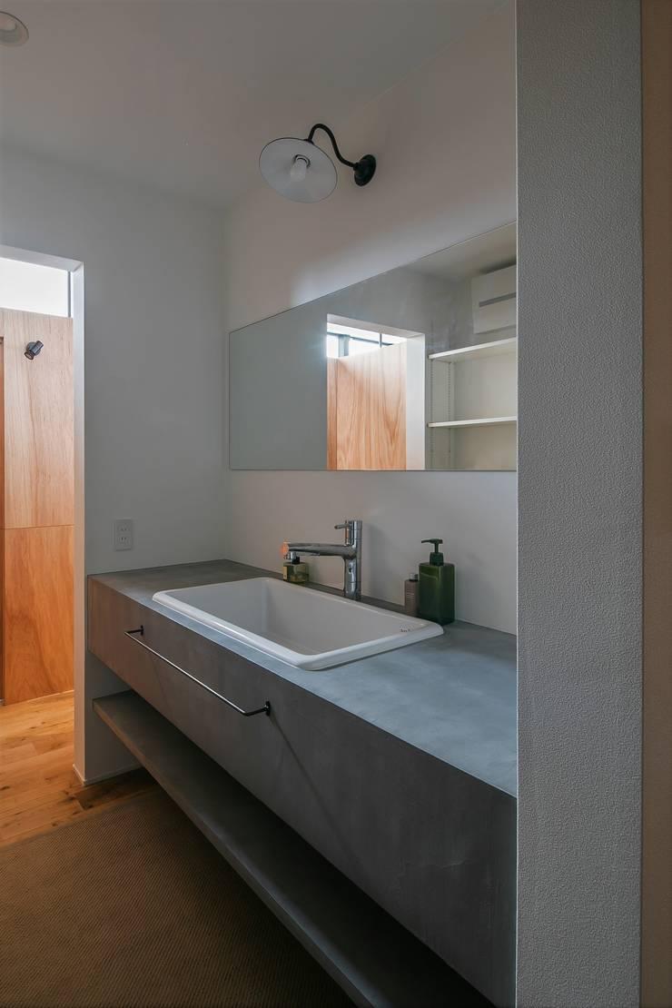 Salle de bain rustique par ALTS DESIGN OFFICE Rustique