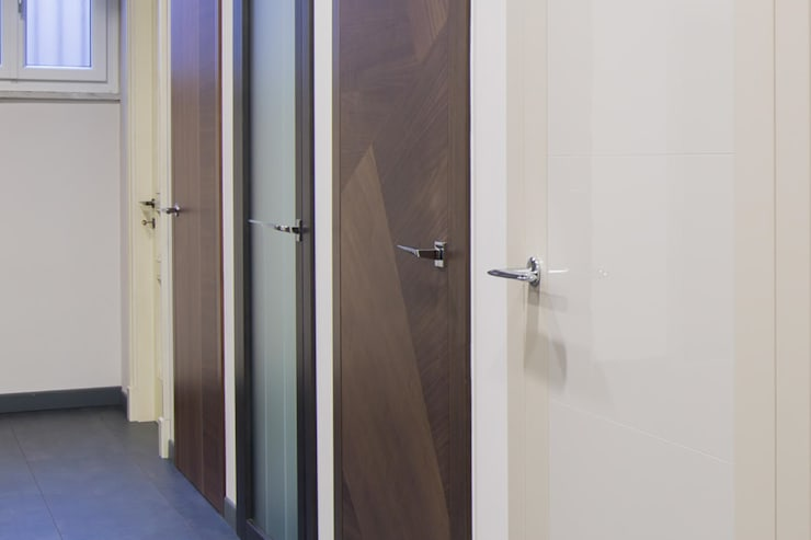 Pavimento grigio chiaro colore porte abbinare porte e finestre a pavimenti spazio serramenti - Colore divano pavimento cotto ...