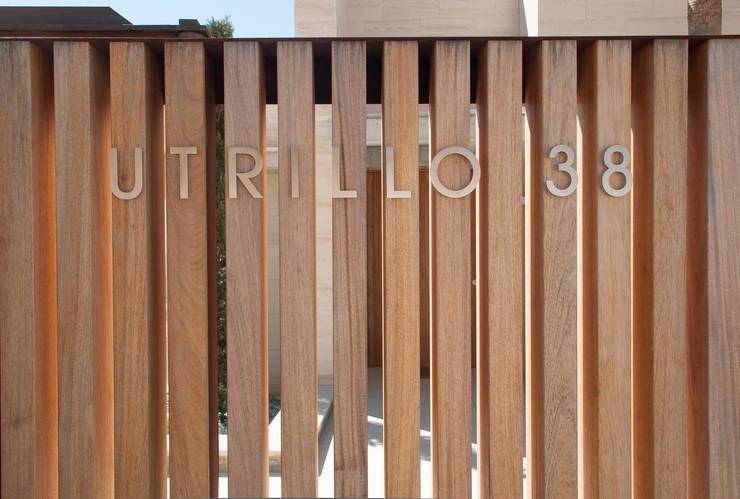 Detalle fachada: Casas de estilo  de Rardo - Architects
