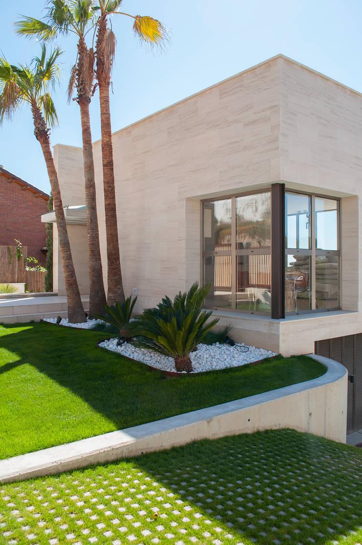 Ventana en esquina: Casas de estilo  de Rardo - Architects
