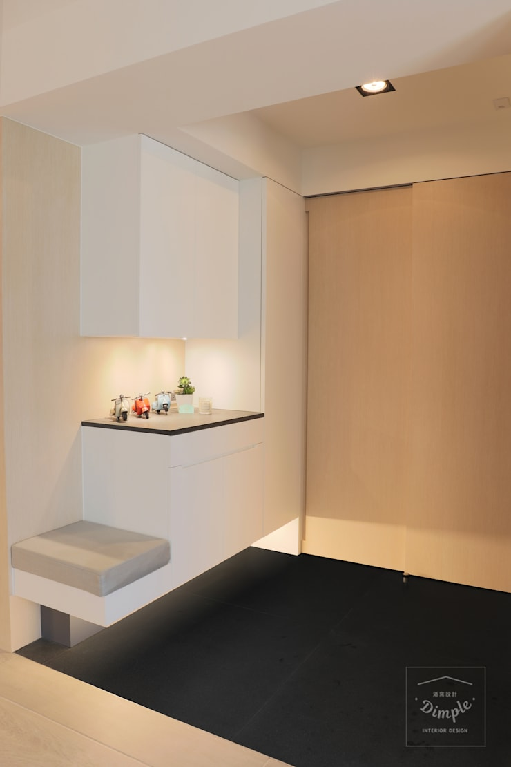 清晨的萊特-老屋翻新變身現代簡約居所:  走廊 & 玄關 by 酒窩設計 Dimple Interior Design
