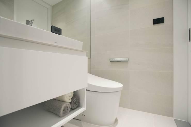 量身打造的恬靜:  浴室 by 昕益有限公司