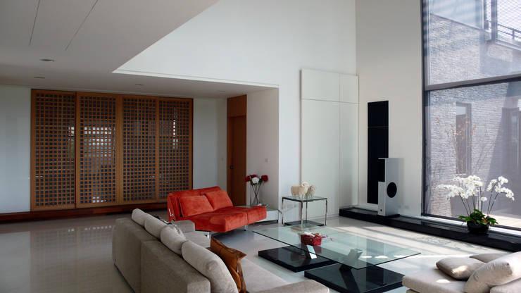 ห้องนั่งเล่น by 黃耀德建築師事務所  Adermark Design Studio