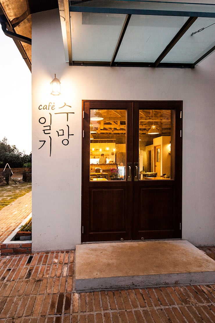 Doors by 더 이레츠 건축가 그룹