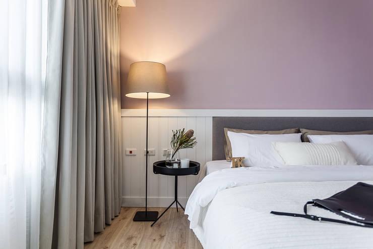 輕盈用色 女孩身心嚮往的法式居家:  臥室 by 合觀設計