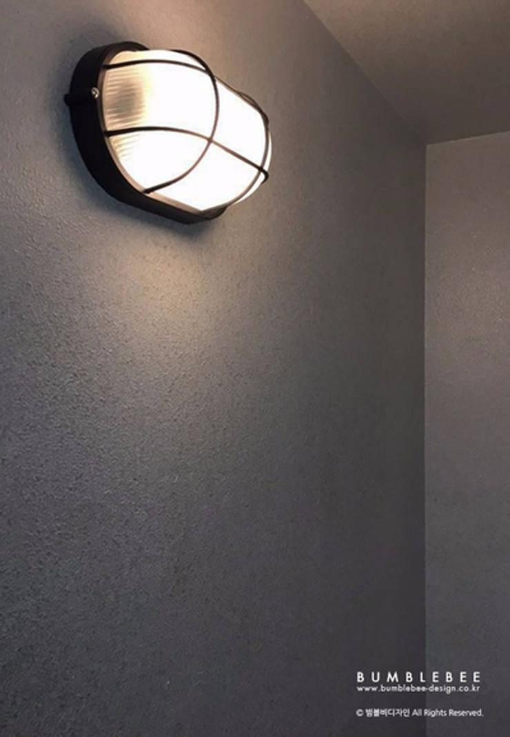 [30평]단 하나뿐인 나만의 공간 홈 인테리어 양재동파크사이드의 풀스토리 by 범블비디자인 30평대인테리어: 범블비디자인의  베란다