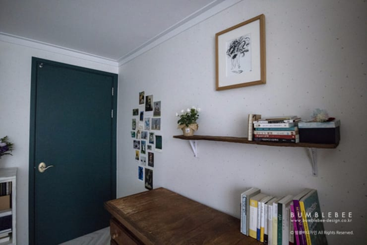 [30평]단 하나뿐인 나만의 공간 홈 인테리어 양재동파크사이드의 풀스토리 by 범블비디자인 30평대인테리어: 범블비디자인의  목제 문
