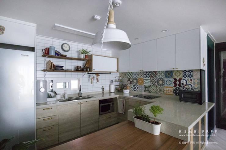 [30평]단 하나뿐인 나만의 공간 홈 인테리어 양재동파크사이드의 풀스토리 by 범블비디자인 30평대인테리어: 범블비디자인의  주방