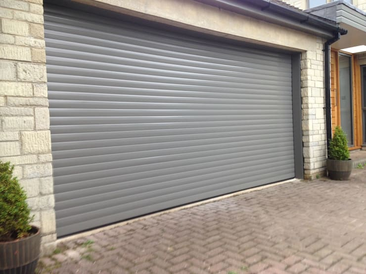 Double garage door:  Garage/shed by Roller Door Pros, Classic