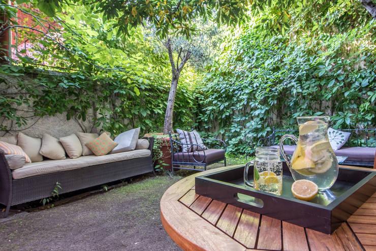 Detalle jardín:  de estilo  de CASA IMAGEN