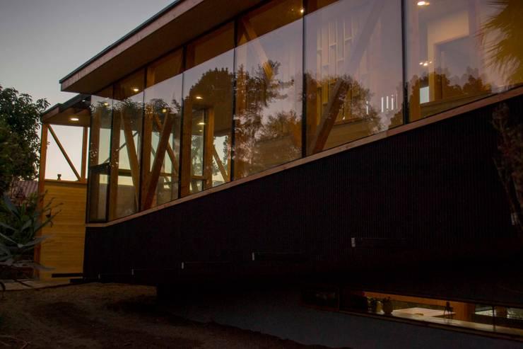 Muro cortina y muro hormigon: Casas de estilo  por PhilippeGameArquitectos