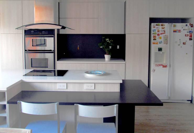 Remodelación Cocina: Cocinas integrales de estilo  por TRES52 S.A.S, Moderno Aglomerado