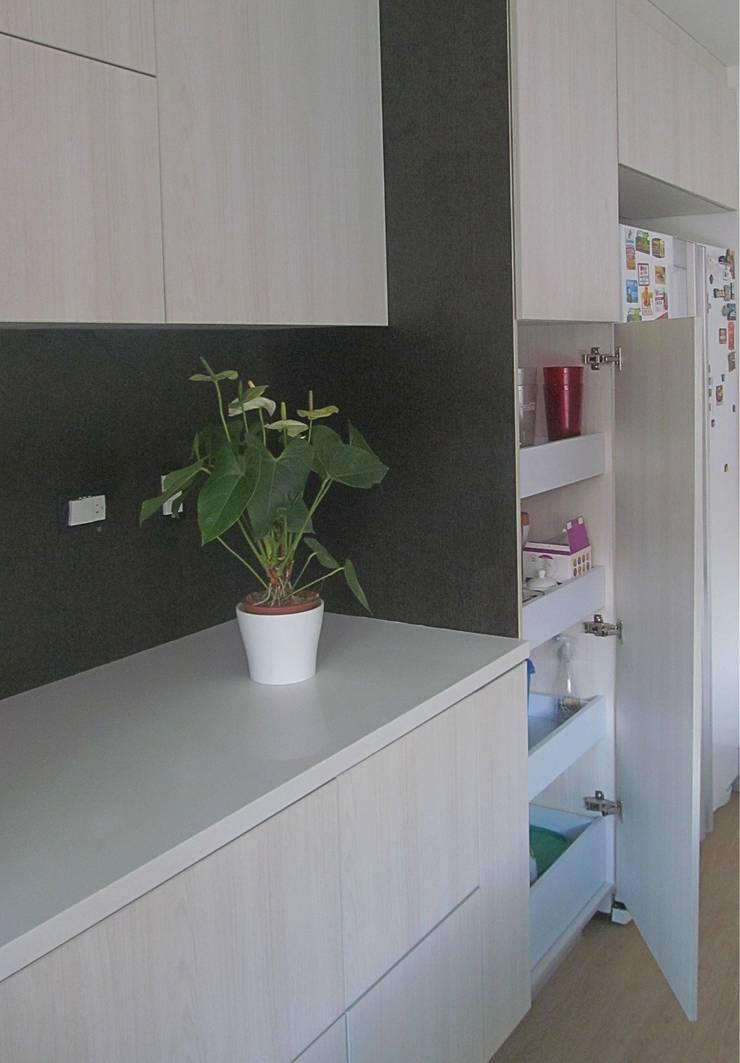 Detalles - BLUM: Cocinas integrales de estilo  por TRES52 S.A.S, Moderno Aglomerado