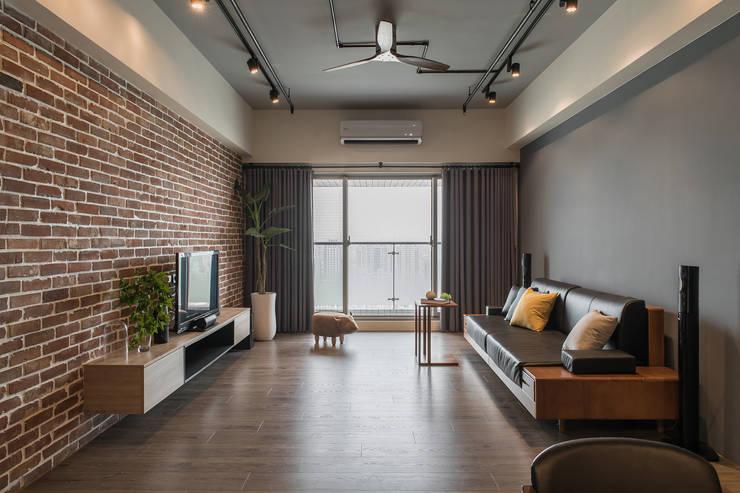Salas de estilo  por 詩賦室內設計