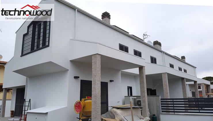 Maisons de style  par Technowood srl, Moderne Bois Effet bois