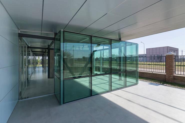 OFICINAS INDUSTRIALIZADAS - Autores: Estudio Mauricio Morra Arquitectos: Edificios de Oficinas de estilo  por Mauricio Morra Arquitectos