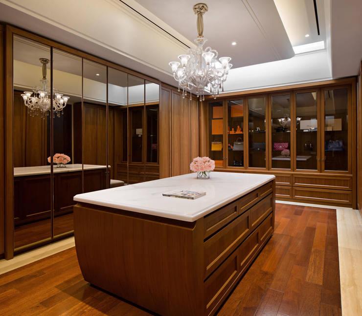 Ruang Ganti:  Ruang Ganti by ARF interior