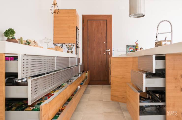 Poppy : Armários de cozinha  por Moderestilo - Cozinhas e equipamentos Lda
