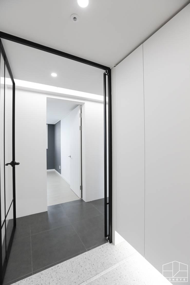 Corridor, hallway by 홍예디자인,