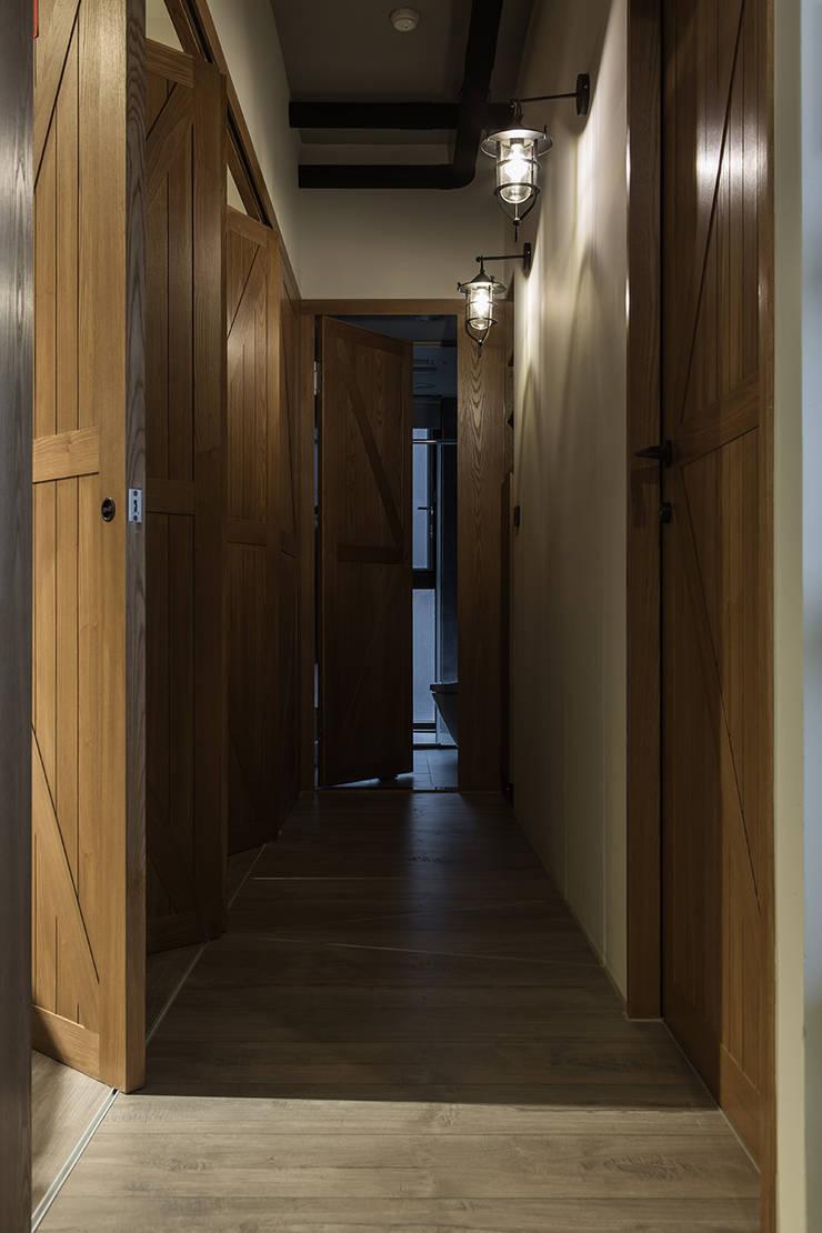 生活軌跡:  走廊 & 玄關 by 詩賦室內設計
