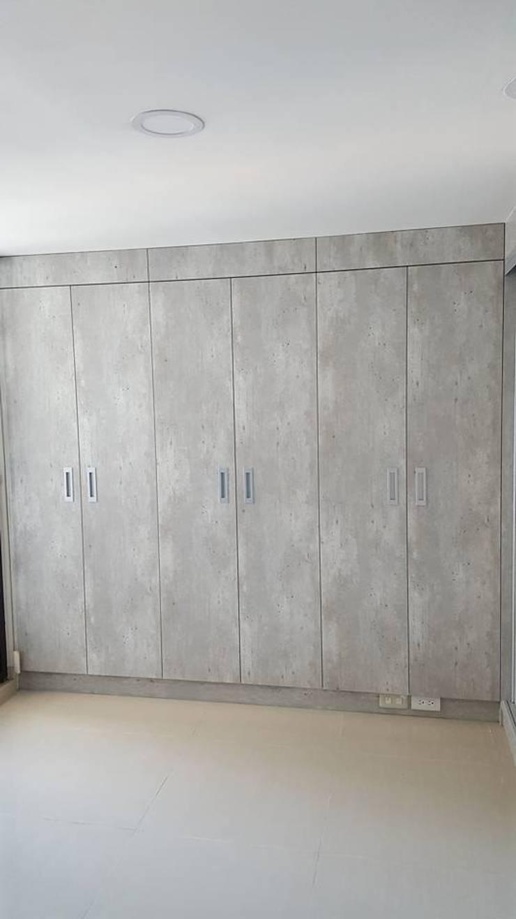 現代風。竹北:  臥室 by 藝舍室內裝修設計工程有限公司