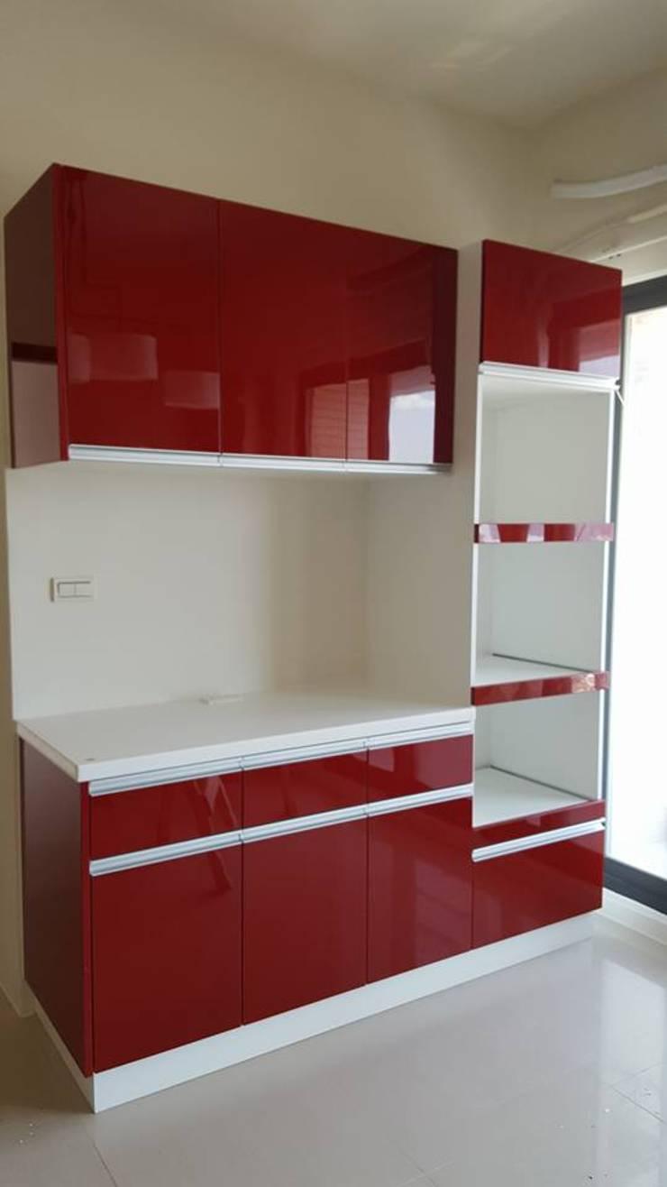 現代風。竹北:  廚房 by 藝舍室內裝修設計工程有限公司