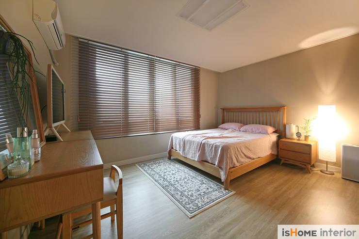오래된 아파트의 놀라운 변신 32평 부천 아파트: 이즈홈의  방
