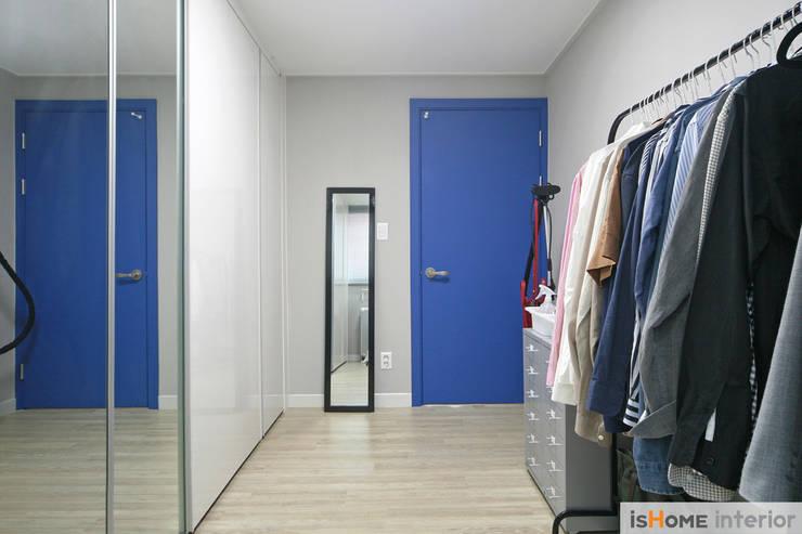 오래된 아파트의 놀라운 변신 32평 부천 아파트: 이즈홈의  방,