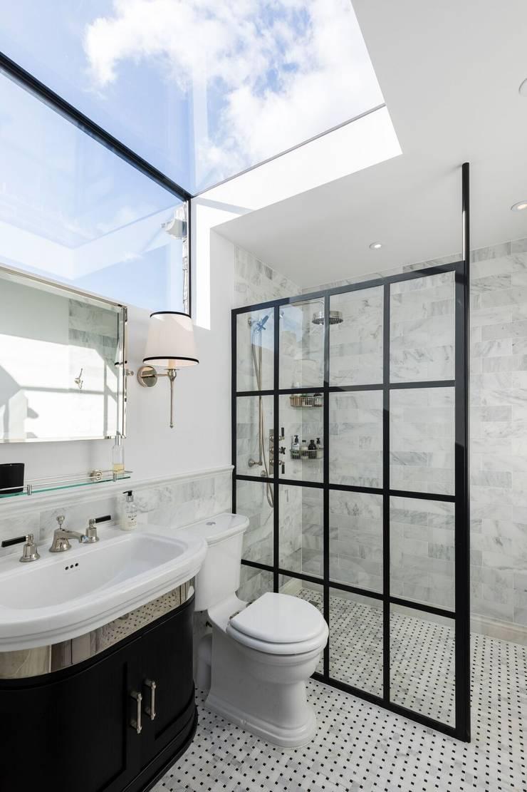 Kamar Mandi oleh Resi Architects in London, Modern