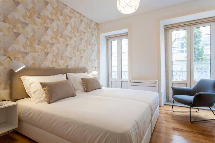 Twin Bed : Quarto  por Traço Magenta - Design de Interiores