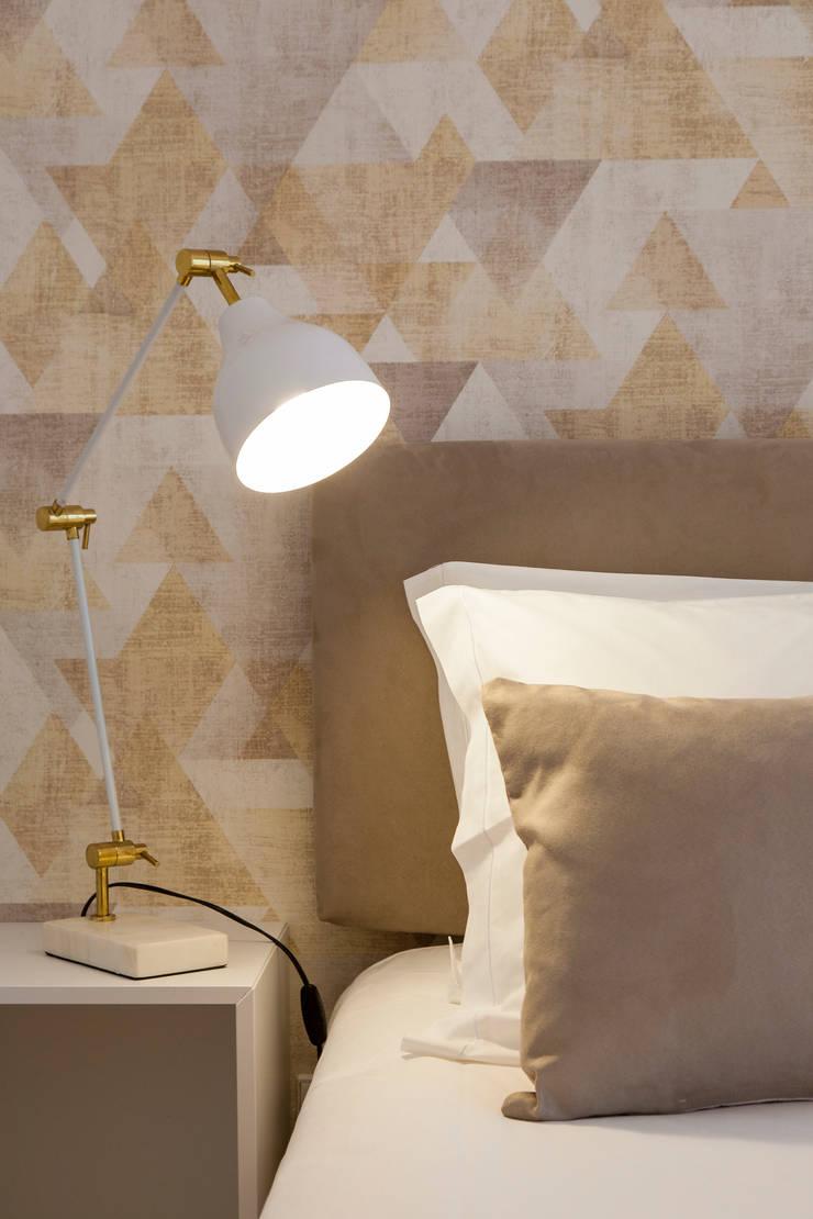 Twin Bed_Pormenor da cabeceira de cama: Quarto  por Traço Magenta - Design de Interiores