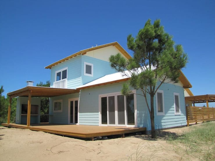 Imagen Exterior: Casas de estilo  por 2424 ARQUITECTURA
