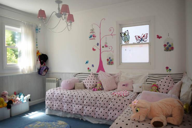 Casa en La Lucila: Dormitorios infantiles de estilo clásico por 2424 ARQUITECTURA