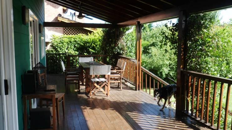 Casa en Tigre: Terrazas de estilo  por 2424 ARQUITECTURA,