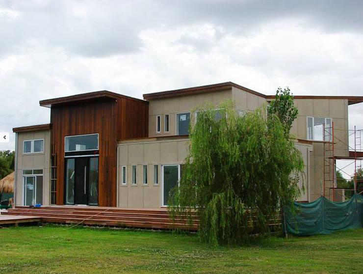 Casa en el Delta: Casas de estilo  por 2424 ARQUITECTURA