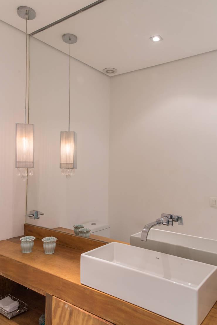 Bathroom by RP Estúdio - Roberta Polito e Luiz Gustavo Campos
