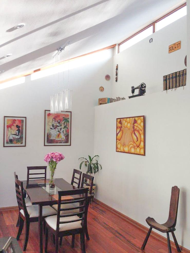 Comedor con doble altura: Comedores de estilo  por Arqbau Ltda.