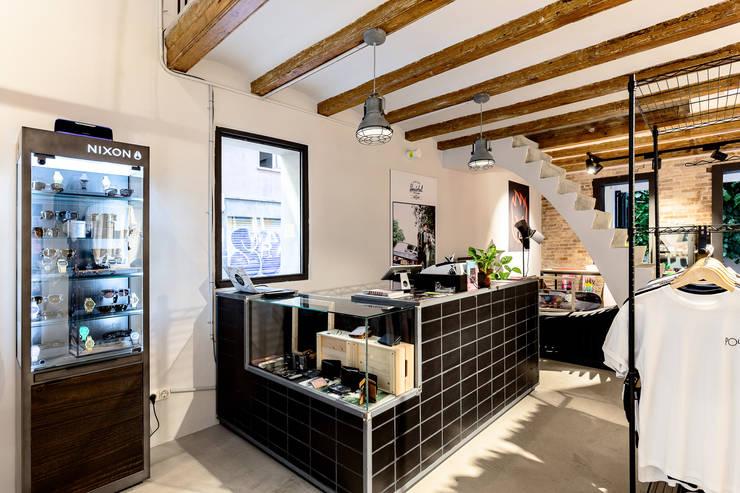 Venero Barcelona : Shoppings y centros comerciales de estilo  por BCN Feng Shui