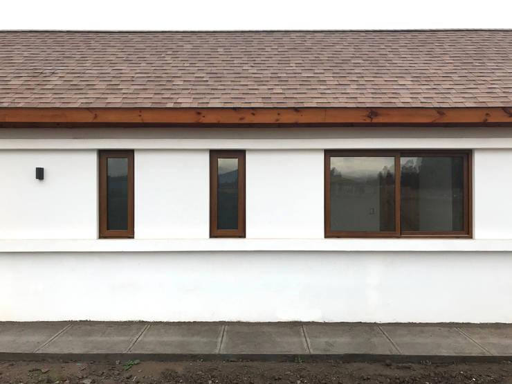 Casa Kuzmanic: Casas de estilo  por AtelierStudio