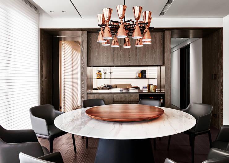 三本王府21+22樓:  餐廳 by WID建築室內設計事務所 Architecture & Interior Design
