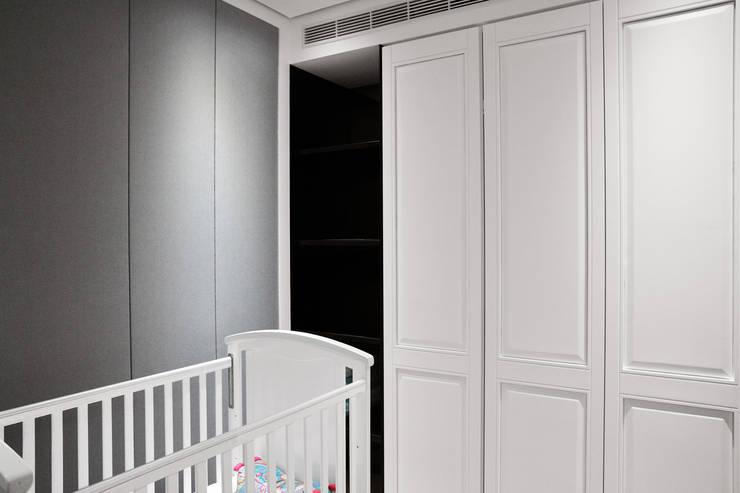 三本王府21+22樓:  臥室 by WID建築室內設計事務所 Architecture & Interior Design