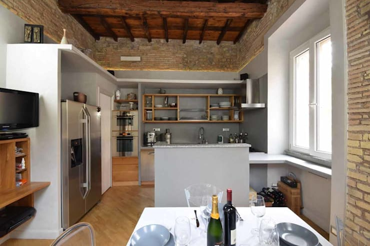 LA CASA DI YANEZ A ROMA: Cucina in stile  di silvestri architettura