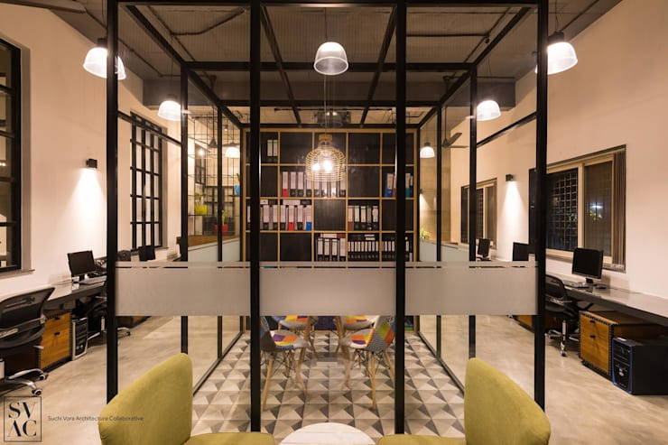 Meeting Room:  Commercial Spaces by SVAC  -  Suchi Vora Architecture Collaborative,Industrial