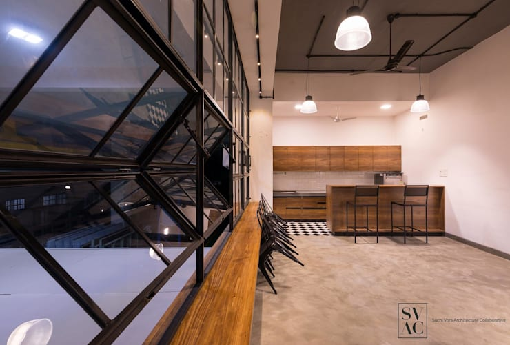 Cafeteria:  Commercial Spaces by SVAC  -  Suchi Vora Architecture Collaborative,Industrial