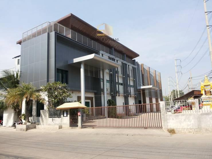 รูปงานตกแต่งภายนอกอาคารที่เสร็จแล้ว:  ระเบียง, นอกชาน by สตูดิโอ เอส จำกัด