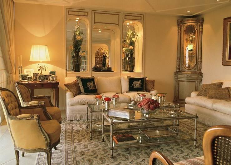 Sala de estar: Salas de jantar clássicas por ADO arquitetura